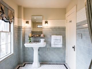 1920s Historical Bathroom21
