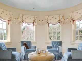 Traditional Interior Design - Grand Mansion Family Room