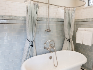 1920s Historical Bathroom17
