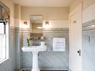 1920s Historical Bathroom20