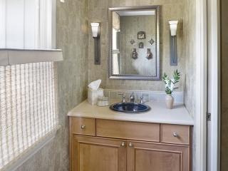Bathroom utilizing Transitional Interior Design