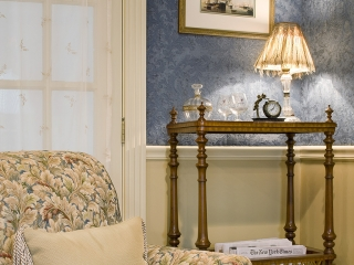 Traditional English Living Room with a Twist 06