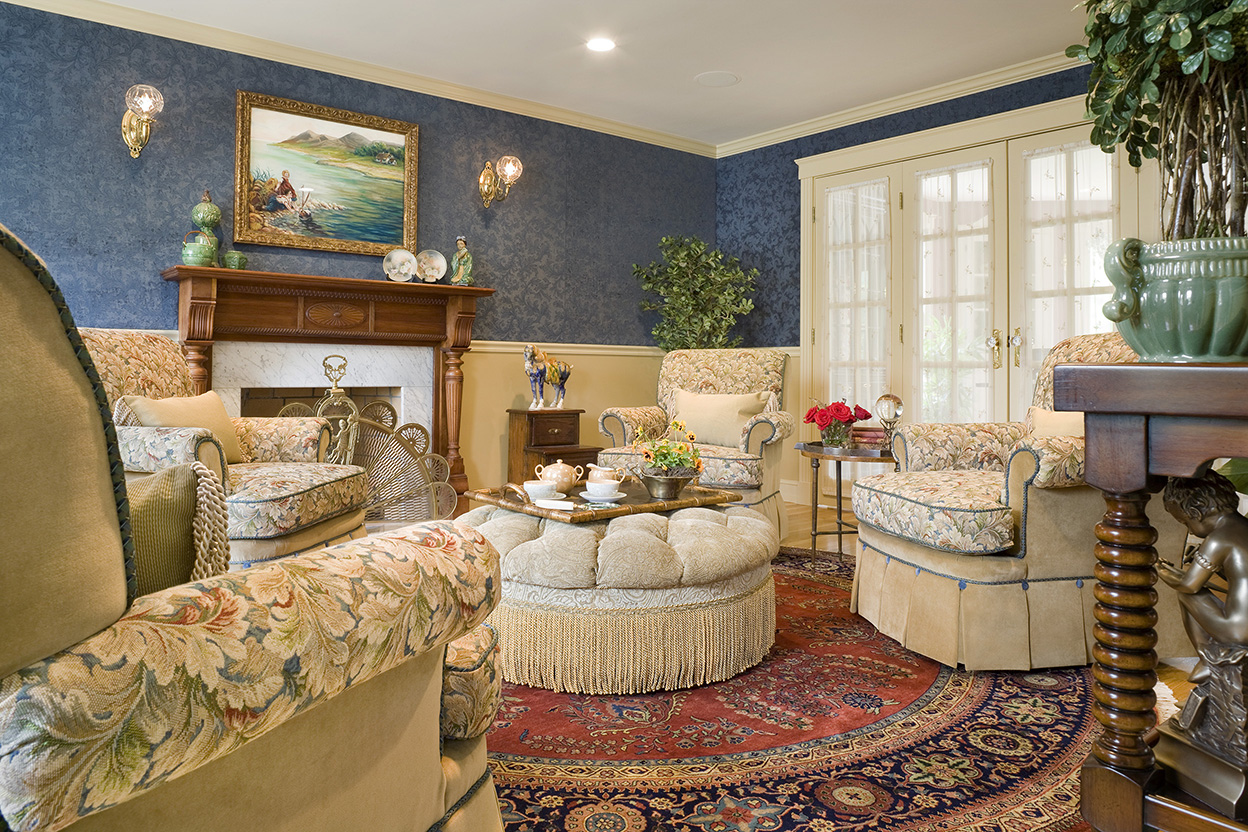 Traditional english living room gallery boston design - Pictures of decorated living rooms ...